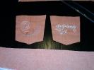 orange Hose, bestickte Taschen